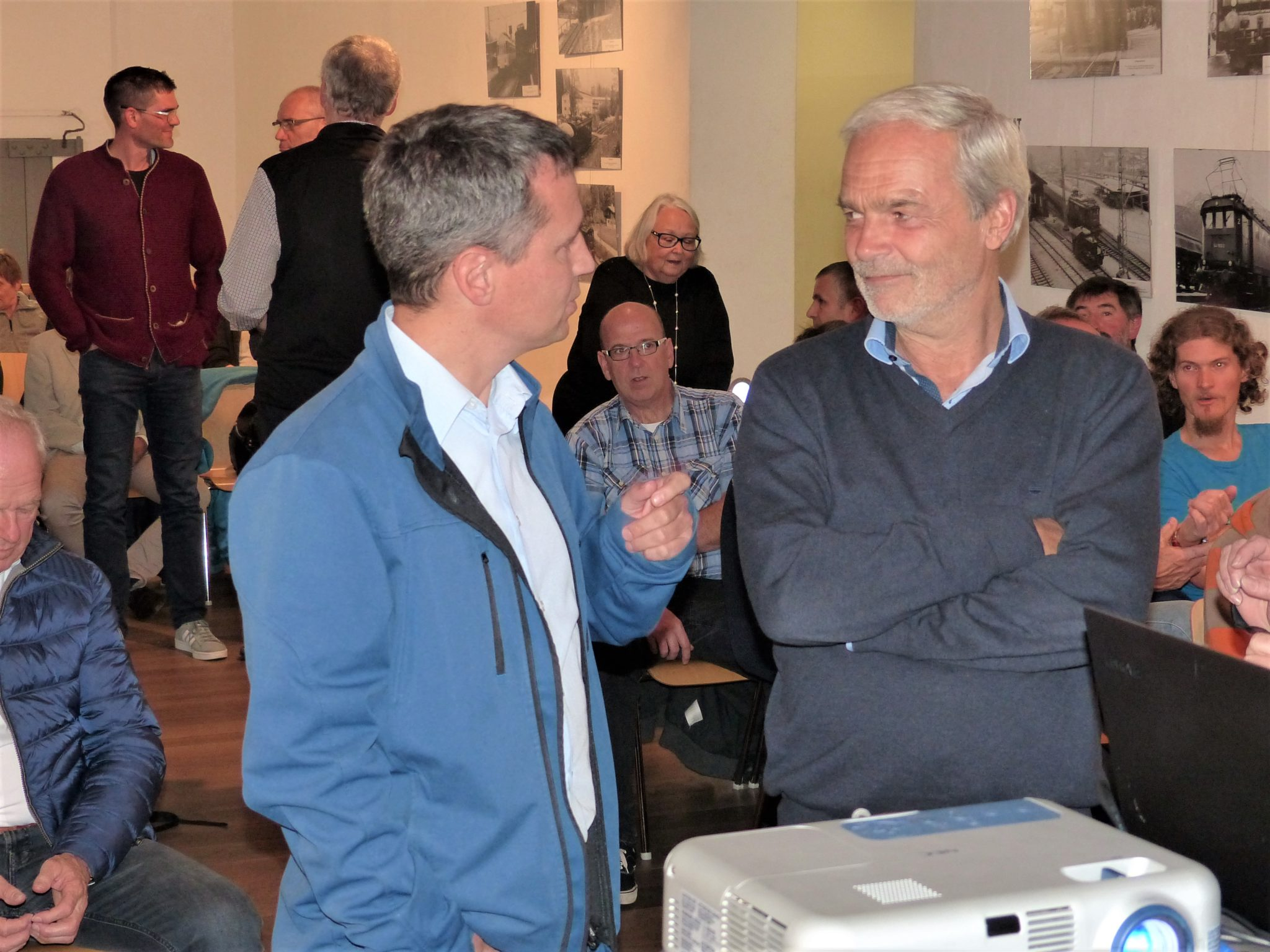 Markus Hiebl | unabhängiger Bürgermeisterkandidat Freilassing im Gespräch mit Landratskandidat Bartl Wimmer von Die Grüne/Bündnis 90 (Bild: Walter Krippes)