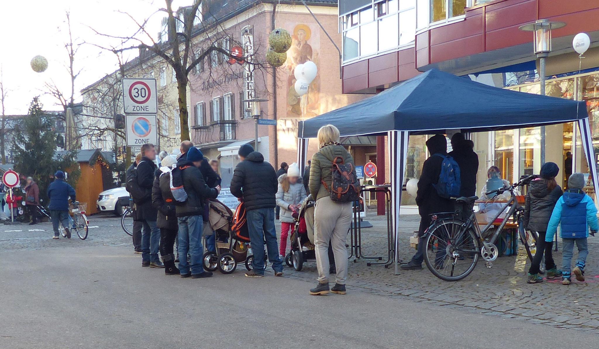 Markus Hiebl | unabhängiger Bürgermeisterkandidat Freilassing im Gespräch bei der Infoveranstaltung in der Fußgängerzone Freilassing